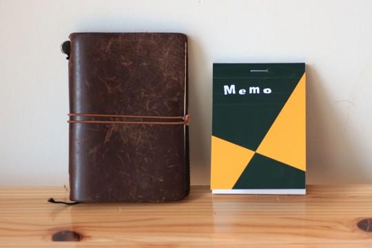 トラベラーズノート(パスポートサイズ)とメモパッド