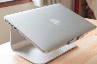 SpinidoノートPCスタンドで快適なMacbookデスク環境を構築